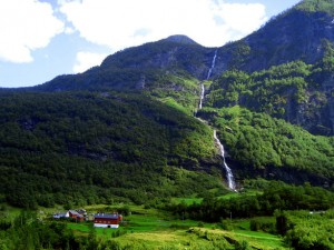 waterfalls-in-norway-1410925